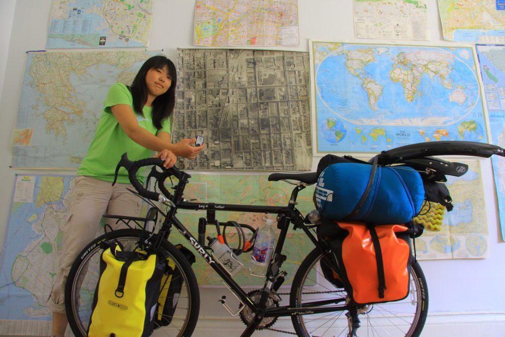 캐나다에서 미국으로 비행기 타고 간 뒤 본격적으로 자전거 여행 시작